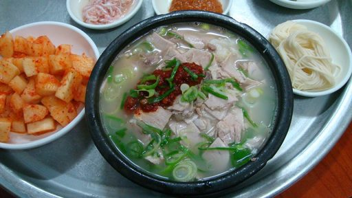 Du lịch Hàn Quốc - Thưởng thức món canh Dwaeji Gukbap
