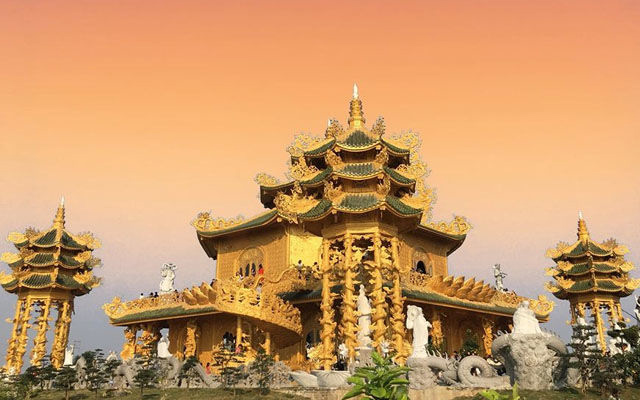 Nét đẹp của ngôi chùa dát vàng Phúc Lâm